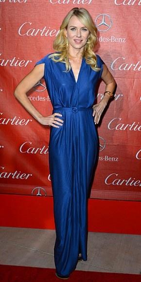 NAOMI WATTS    La actriz australiana lució bellísima en un traje azul real de Roland Mouret, el cual complementó con joyas de Cartier y zapatos Louis Vuitton en la gala de premios del Palm Springs International Film Festival en California.