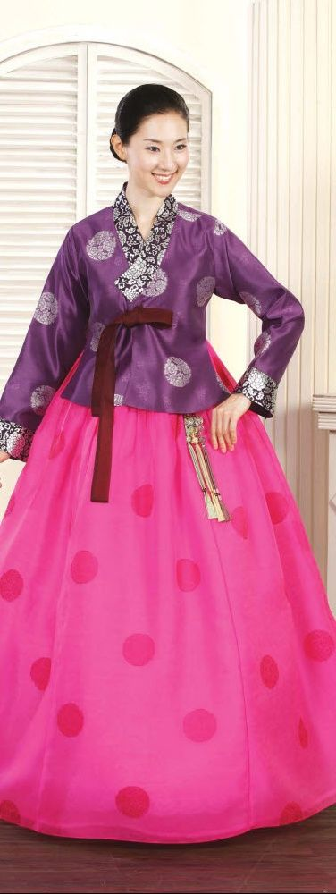 Hanbok - Korean traditional dress. I would so wear this! But I would get some really strange looks but the style is so pretty.