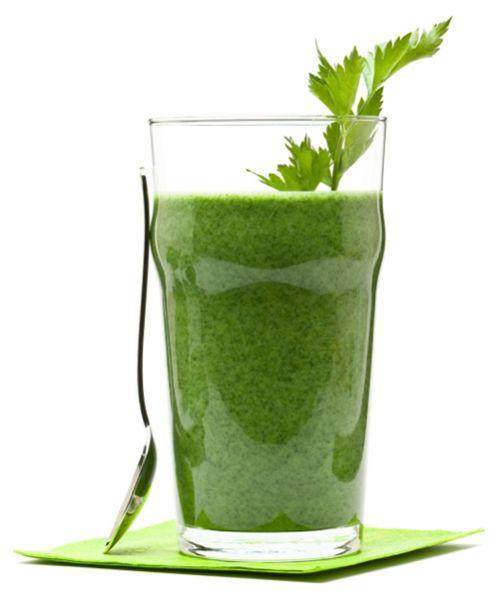 Hoy toca recetita del famoso zumo verde que a tantas famosas se ha visto tomar.           Acabo de investigar un poquito por la red y la v...