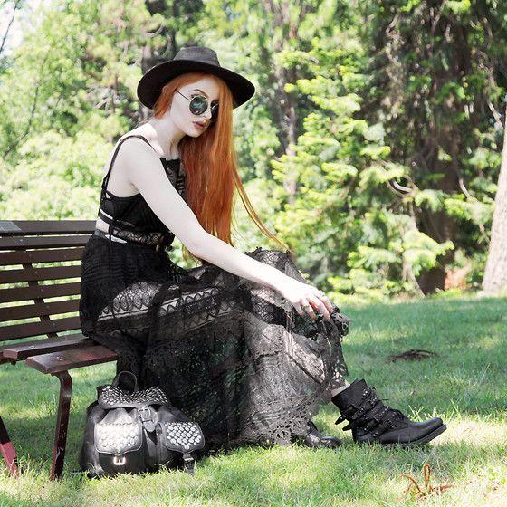 Olivia Emily - Catarzi ala ancha Fedora, Free People Encaje Slip vestido maxi, Ash Calzado Rebel tachonado botas, Rebecca Minkoff tachonado mochila - Melbourne.