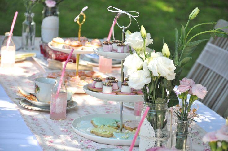 OUTDOOR TEA PARTY   studio34E: Tea party στην αυλή -- Outdoor tea party