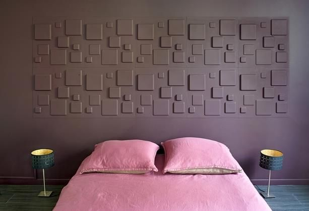 Violet and pink bedroom with a 3D wall used as headboard   Chambre ...