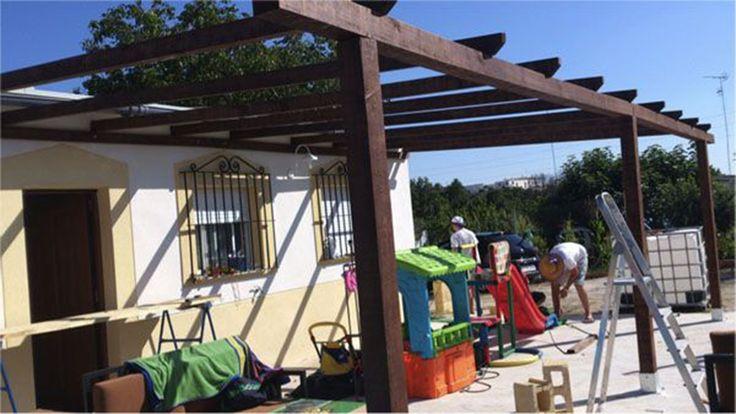 Pérgolas de madera. ¿Estás ya preparando tu terraza o jardín para disfrutarlo este verano? ¿Te atreves a hacerlo tu mism@? Aquí te mostramos, paso a paso, cómo puedes hacerla así como el coste aproximado. https://www.bricoblog.eu/como-hacer-una-pergola-de-madera-barata/ Aunque siempre puedes contratar un profesional que te la haga y te la instale. Tu decides. #Pérgolas #Carpintería #Bricolaje #Jardín