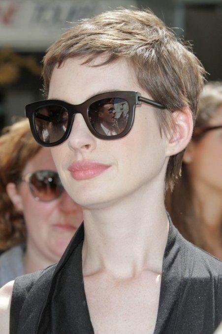 Coiffure de rentrée 2012-2013 : La coupe à la garçonne dAnne Hathaway