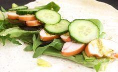 Dürüms met gerookte kipfilet, rucola en komkommer