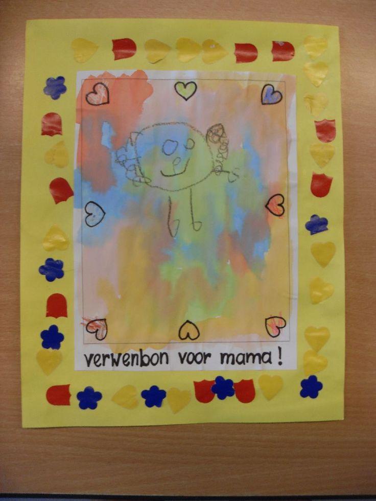 De mooiste moeder (Schatkist)  Start van het thema Voorlezen ankerverhaal.   Kringactiviteiten  Benoemen familieleden     Het verhaal naspelen: mama verwennen.      De spullen uit het verhaal.    Mama wordt verw