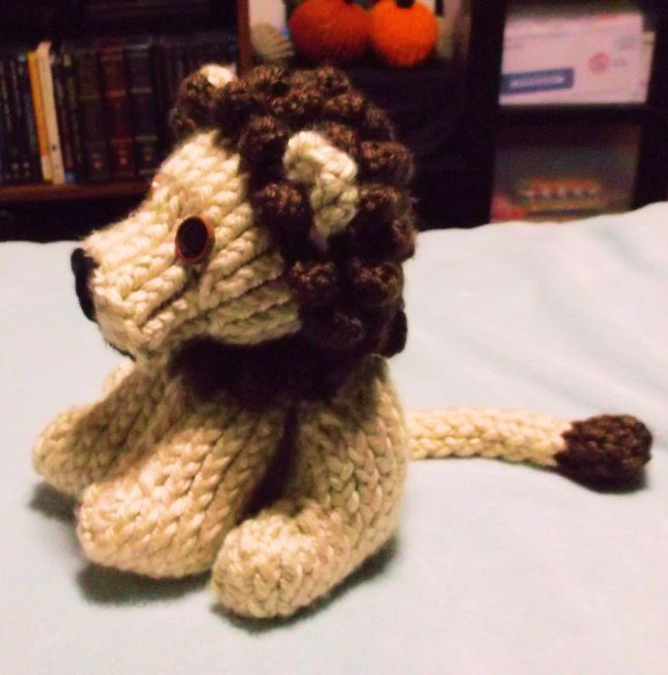 How to loom knit a lion