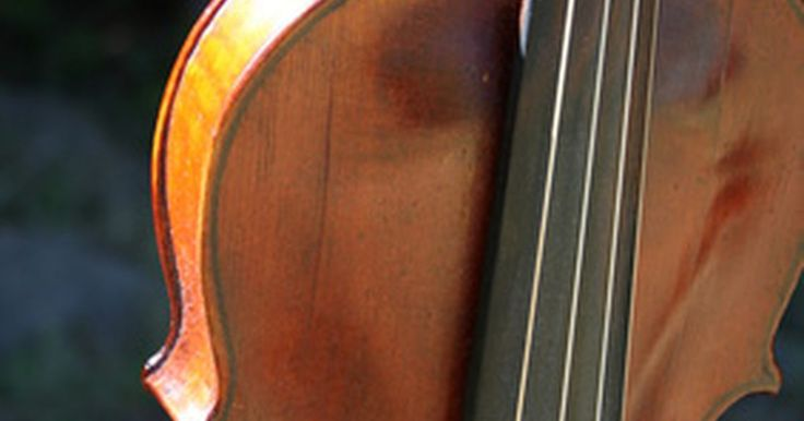 La historia del violín. El violín es uno de los instrumentos musicales más populares en el mundo hoy en día. Una vez utilizados mayormente en la música clásica occidental, los violines hoy aparecen en los trabajos de muchos artistas musicales y a través del espectro de los géneros musicales contemporáneos. Los orígenes de este versátil instrumento pueden remontarse a ...
