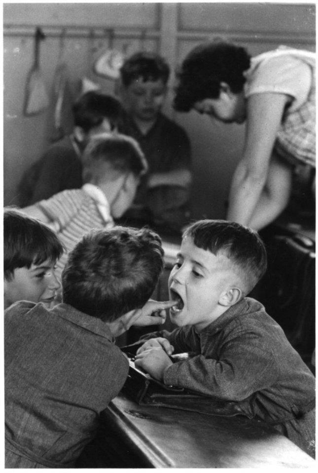 Paris (Robert Doisneau) 1956