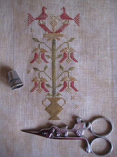 1605 best cross stitch patterns samplers images on for Blackbird designs christmas garden