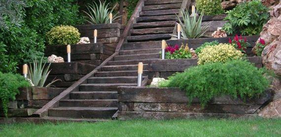 GIARDINO IN PENDENZA? Niente paura, vi diamo qualche idea per organizzarlo al meglio e giocare con la creatività! #giardino #outdoor #arredamentooutdoor #giardinaggio http://www.arredamento.it/articoli/articolo/arredo-esterno/2605/idee-giardino-in-pendenza-la-natura-creativa.html