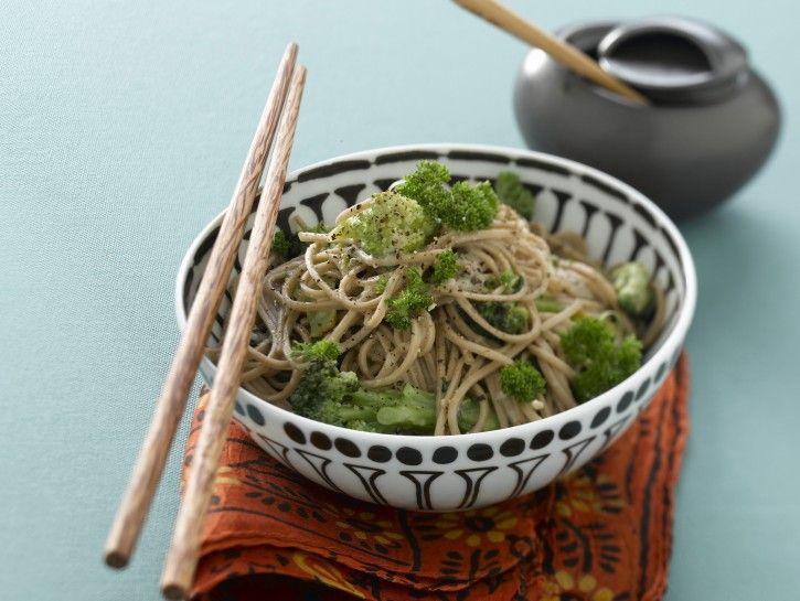 noodles-giapponesi-con-broccoli