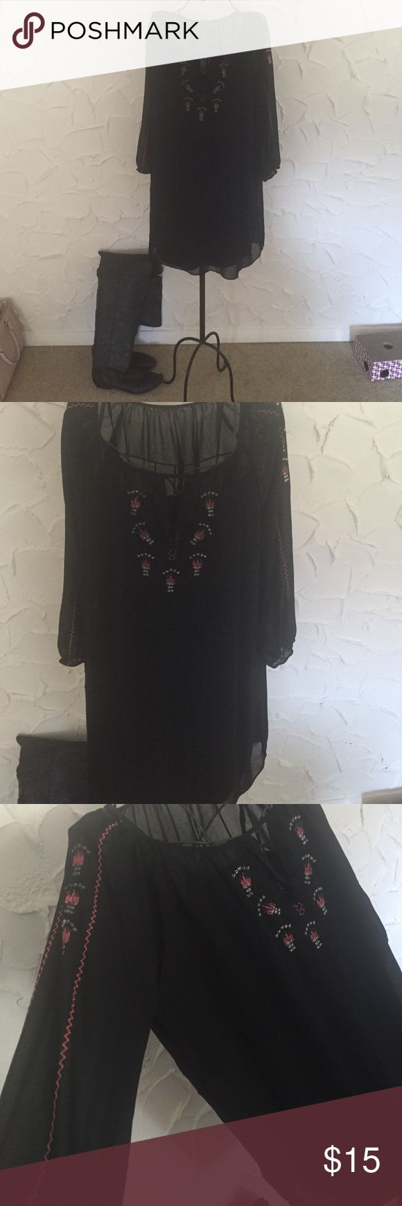 Boho Aztec dress Cute and comfortable dress! Worn a couple times, pairs really cute with tall boots (as shown in picture) boots not included! Great condition and the slip shown in the last picture is a separate piece but is included with the purchase  no trades or low balls please also I didn't see a tag for size but I'm assuming it's a medium because that what I normally wear Dresses Mini