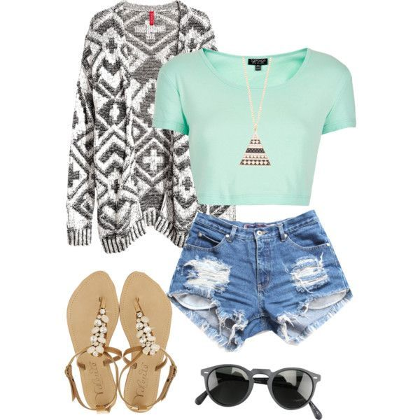 love the combination of the high waisted shorts and crop top with