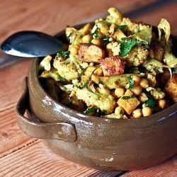 Indian roasted Cauliflower with Caramelized Tofu and chickpeas. This aromatic dinner is vegan, gluten free and fast!!