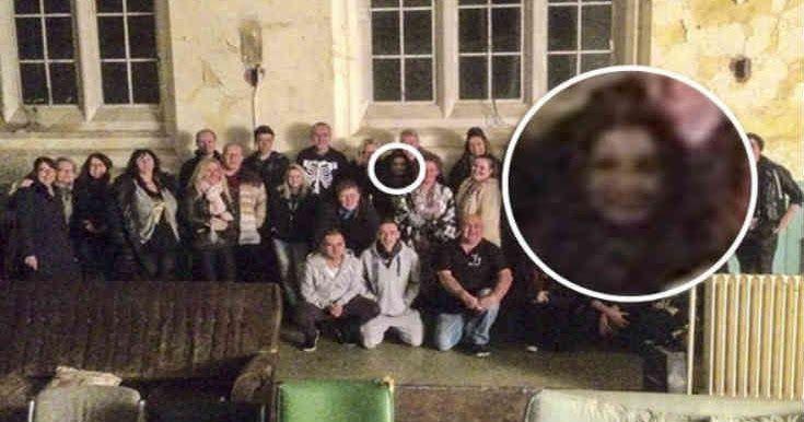 Κυνηγοί φαντασμάτων φωτογράφισαν παράξενη γυναικεία μορφή στη Βρετανία
