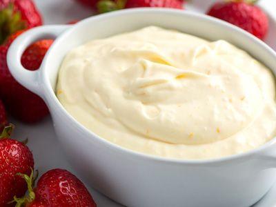 Апельсиновый крем – легкий и прохладный десерт в любое время года. Эту вкуснятину можно смаковать как самостоятельное блюдо или дополнить кремом любую сладкую выпечку, фруктовые салаты, мороженое. От такого «кулинарного шедевра» никто не откажется!
