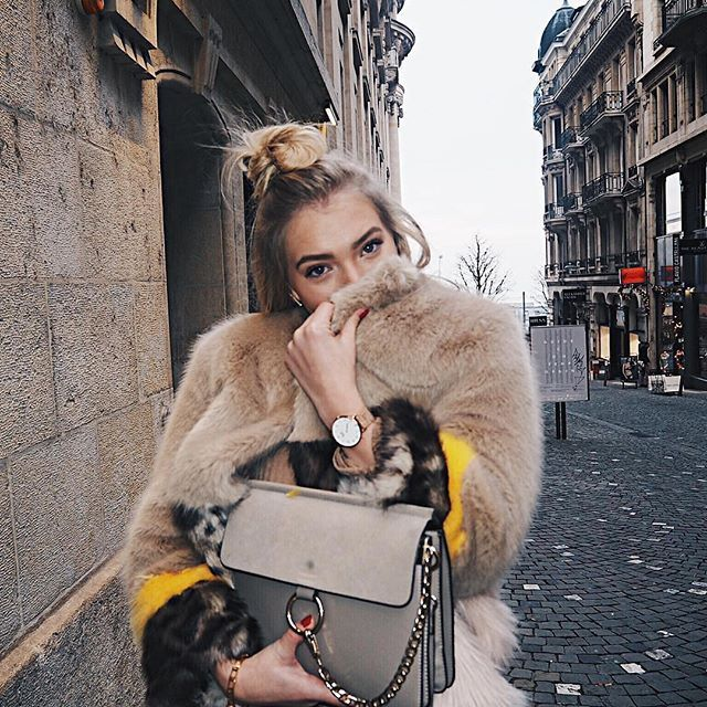 Baby it's cold outside ✨ ( @annamaradan)  #icewatch #city #milanese #gold #cold #ootd #friday #weekend #photooftheday #fashion