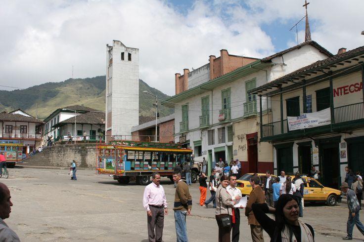 8-Plaza principal de Sonsón. 2006.