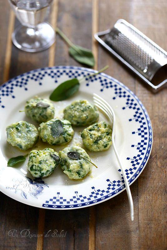 Un dejeuner de soleil: Gnudi (gnocchi de ricotta épinards typiques de Tos...
