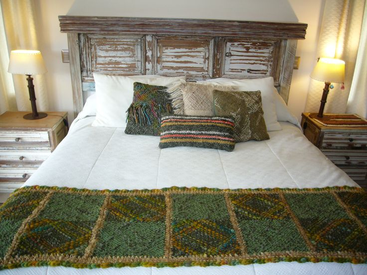 piecera tejida en telar artesanal en lana ,mide 1.80 x0.50 cms ,color verde musgo m_daniza@hotmail.com