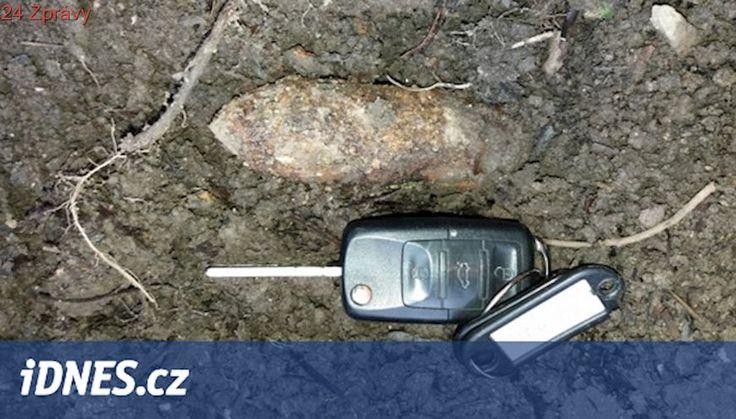 Dělníci našli v Chebu dělostřelecký granát, policie ho celou noc hlídala