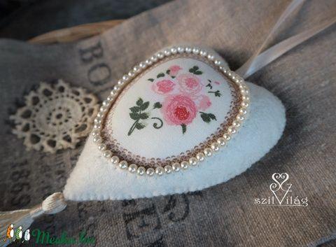 Vintage gyöngyös rózsacsokor szív dísz függő (szilvilag) - Meska.hu