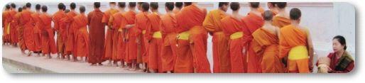 laos 朝の托鉢僧