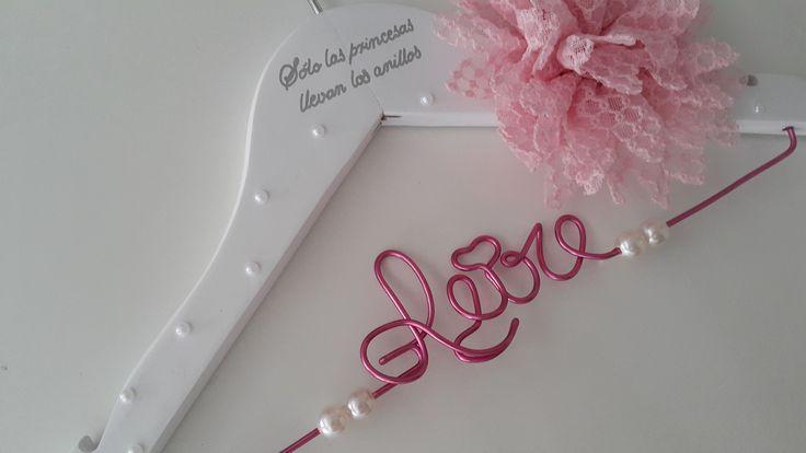 Percha personalizada bebé en rosa