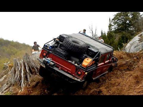 HUMMER 4x4 Off Road Fighting Muddy Hill - Humvee