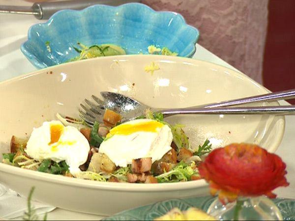 Sallad lyonnaise med pocherade ägg