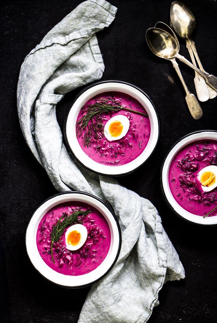 Saltibarschiai ist eine kalte litauische Rote-Bete-Suppe. Sie wird mit Gurke, Lauchzwiebeln, Kefir und Dill zubereitet und ist perfekt für heiße Sommertage