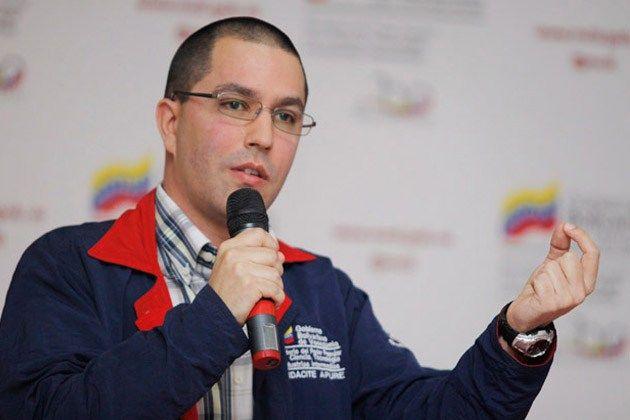 """Arreaza: Venezuela está abierta a las inversiones extranjeras en minería El ministro para Desarrollo Ecológico Minero, Jorge Arreaza, señaló que el Gobierno venezolano está abierto a las inversiones extranjeras en el sector minero siempre y cuando se desarrollen bajo los términos soberanos de la República, reseñó AVN. """"Venezuela está abierta a las inversiones... http://wp.me/p6HjOv-3k0 ConstruyenPais.com"""