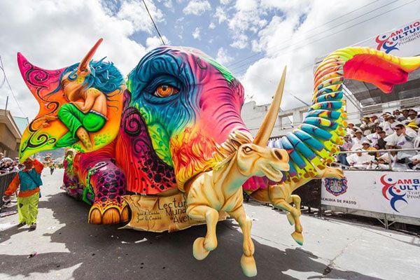 Hermosa carroza del Carnaval de Negros y Blancos.  Pasto (Del 2 al 7 de Enero )