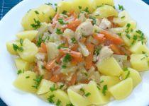 Dušená mrkev s kedlubny a kuřecím masem