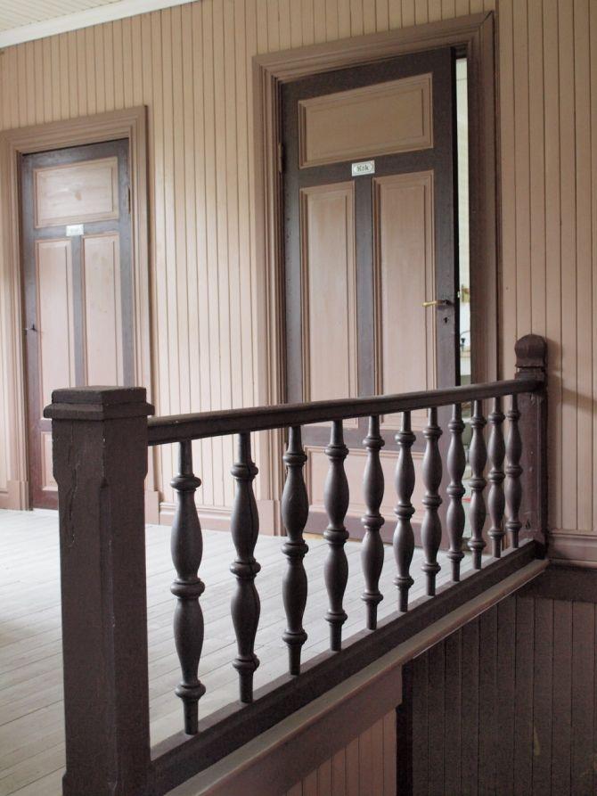 Det är något Pippi Långstrumpaktigt med det här huset Norrfrid. Speciellt hallarna påminner om Villa Villekulla med sina färggranna och kolliderande färgskalor.