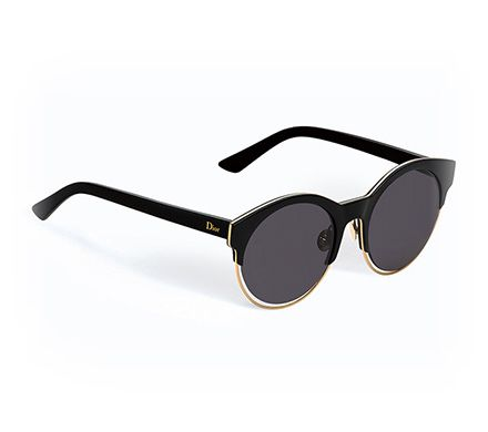 Confectionnées grâce à des matériaux à la pointe de l'innovation, les lunettes de soleil Dior sont autant de créations exclusives qui assurent élégance moderne et protection optimale.