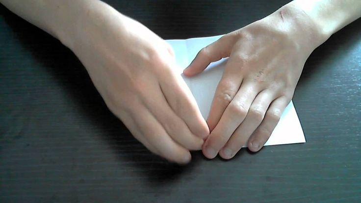 met deze video laat ik zien hoe je een simpele papieren hoedje kan vouwen.. Je moet wel goed opletten want ik gebruik nog steeds me stem niet... Wij zouden g...