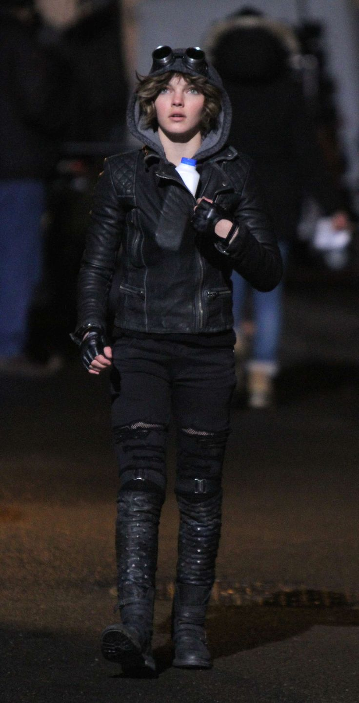 Camren Bicondova as Selina Kyle on set of the new Fox TV series Gotham