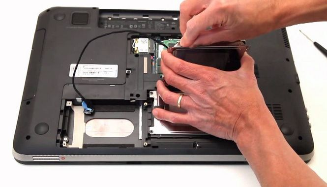 How to Remove a Hard Drive from an HP Pavilion DV7 Laptop | World Laptops