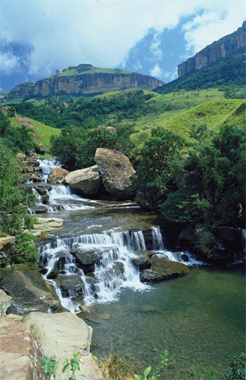Drakensberg home to breathtaking mountains and refreshing streams and rivers (c) South African Tourism