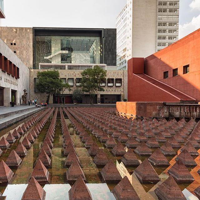 Difundir la importancia de la tolerancia, la no violencia y los derechos humanos es el trabajo del Museo Memoria y Tolerancia #CDMX. /// The spreading of the importance of tolerance, non-violence and human rights is one of the missions of Museo de Memoria y Tolerancia #MexicoCity.