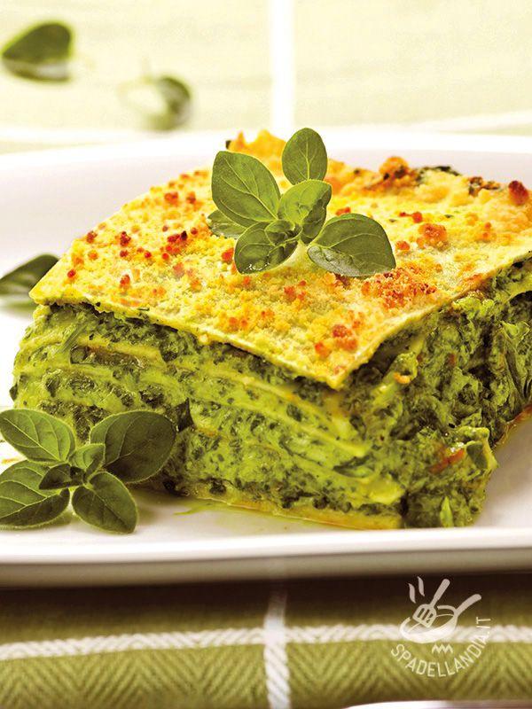 Le Lasagne al pesto di rucola e pinoli sono un originale primo di pasta al forno sano e nutriente, a base di genuine verdure di stagione! #lasagnealpesto