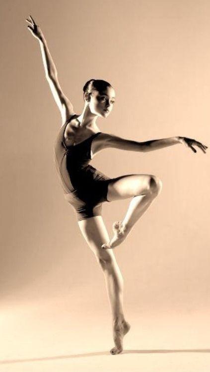 Переодевающиеся балерины