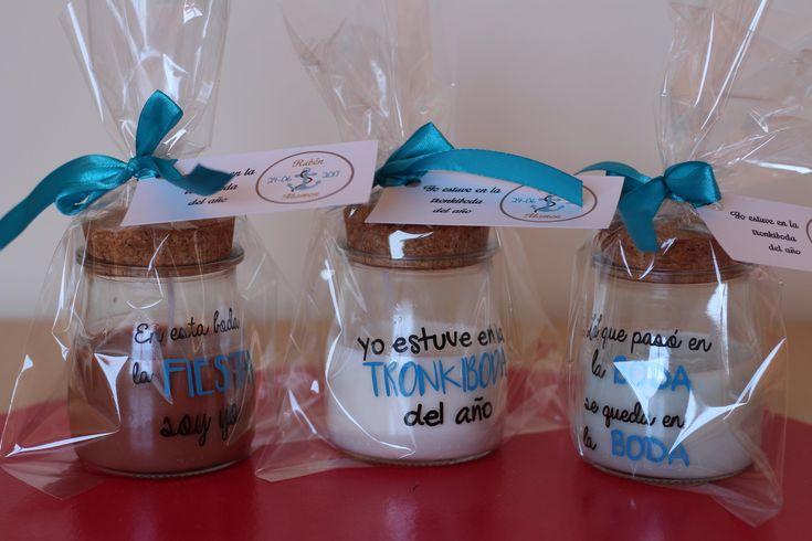 Velas personalizadas para regalar a invitados en tu boda. Frases diferentes en cada vela aromatizada