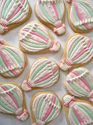 Beautiful pastel hot air balloon cookies from Oh Sugar Events