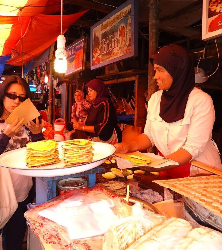 fried banana pinchers, bukittinggi, Indonesia