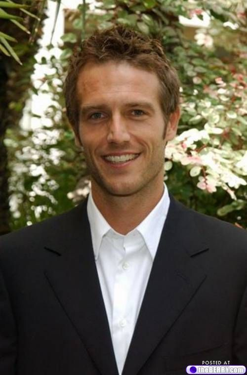 Michael Vartan - possibly one of the best looking men on the planet. Look at that smile!!