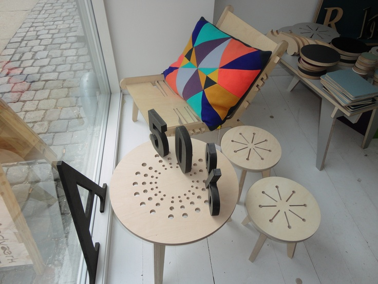 coffe table with stools