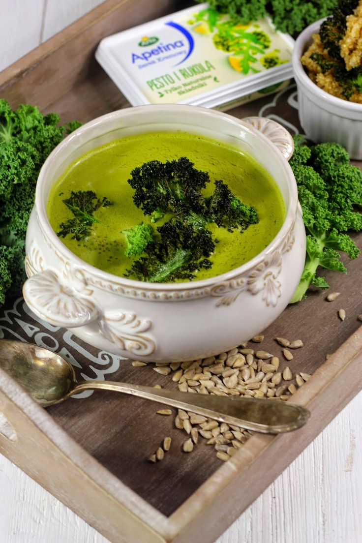 Zupa Krem z Jarmużu z Pesto, Komosą Ryżową i Chipsami
